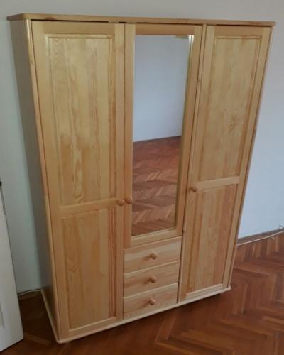 Szekrény - 3 ajtós - 3 fiókos tükrös - Tömör borovi fenyő - akasztós - polcos - selyemfényű lakkozással!